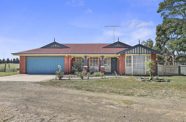 100 Tannery Road, CHARLEMONT VIC, 3217