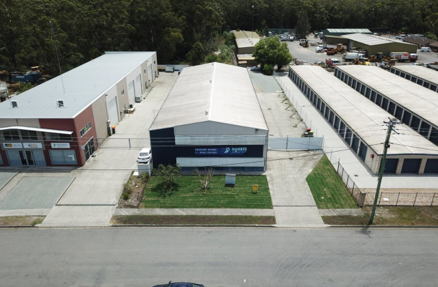 10 Dee Crescent  (WAREHOUSE / OFFICE) Crescent, TUNCURRY NSW, 2428