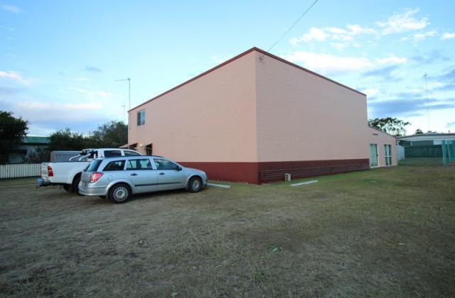 98 Edwards Street, WONDAI QLD, 4606