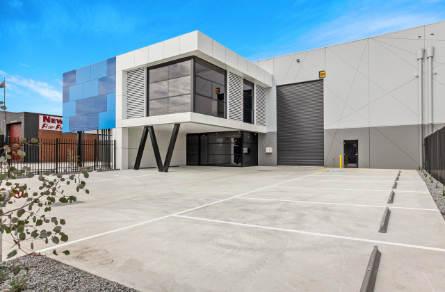 3-5  Charnfield Court , THOMASTOWN VIC, 3074