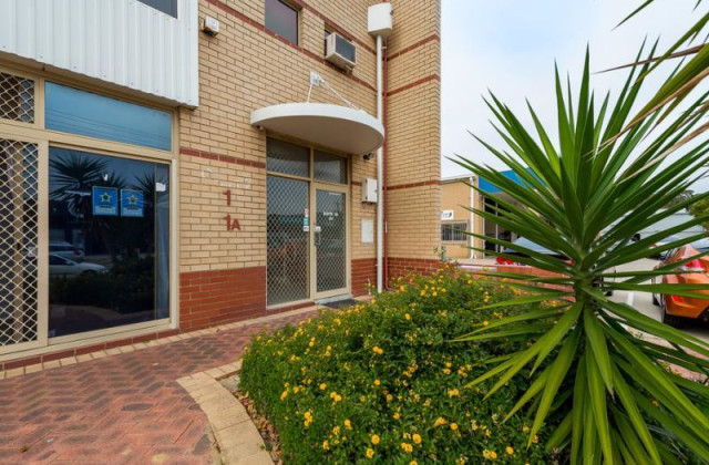 1a/5 Hayden Court, MYAREE WA, 6154
