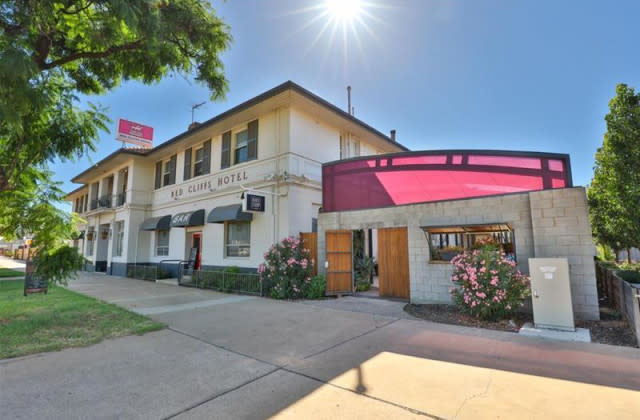The Pub/23-35 Jacaranda Street, RED CLIFFS VIC, 3496