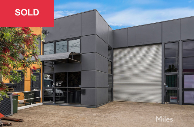 31 Longview Court, THOMASTOWN VIC, 3074