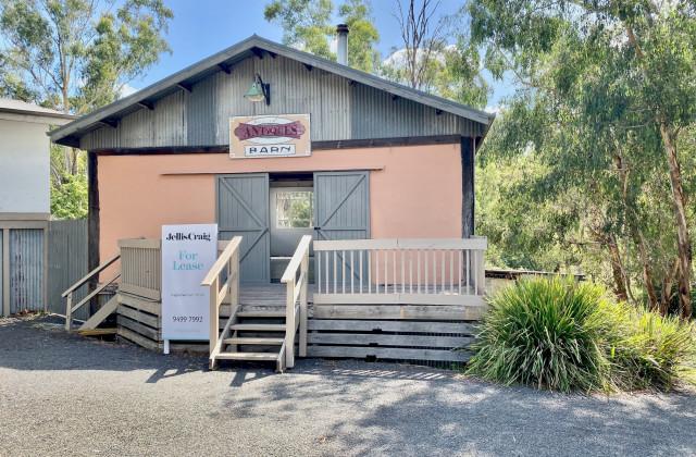 765D Eltham Yarra Glen  Road, WATSONS CREEK VIC, 3097