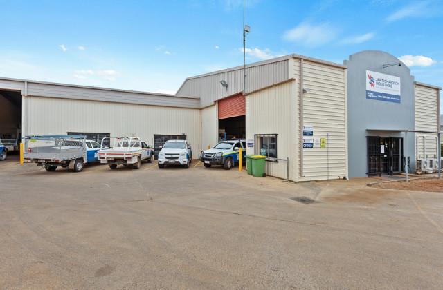 8 Freighter Avenue, WILSONTON QLD, 4350